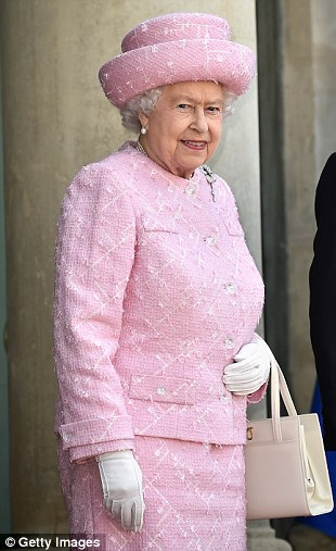 Outfit #3: The Queen arrives the Arc du Triomphe for ceremony at Tomb of the Unknown Soldier