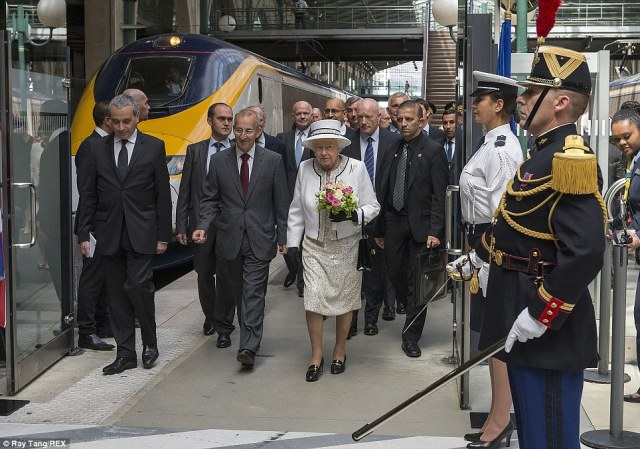 The Queen arrives Paris after a 2hr 15 minute journey, she is escorted through Gare du Nord in Paris to start her official visit