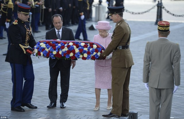 The Queen and the French President lay a flowers at the Tomb of the Unknown Soldier