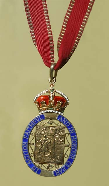 Companion of Honour medallion.