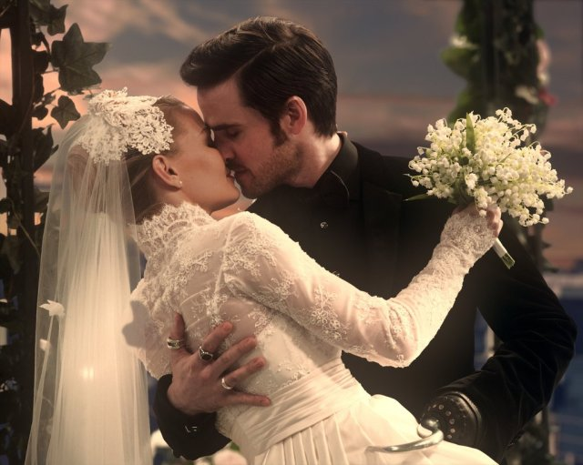 Captain-Hook-Emma-Wedding-Once-Upon-Time.jpg